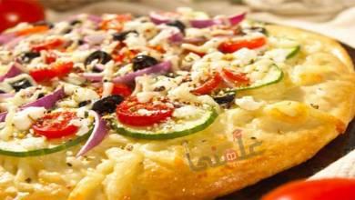 صورة طريقة عمل وتحضير بيتزا بالكوسة والجبنة