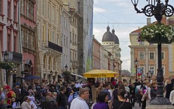 Львів'яни потерпають від туристів. Що слід зробити
