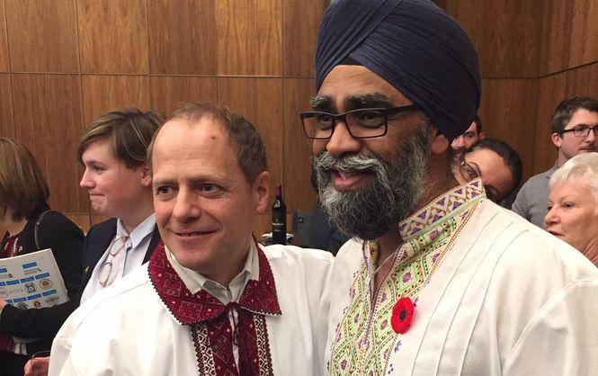 Міністр оборони Канади у вишиванці