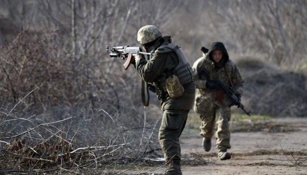 Обстріли на Донбасі: один військовий загинув