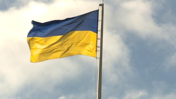 Українців на заводі в Польщі змушують носити одяг в кольорах національного прапора