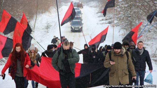 Націоналісти вигукували дорогою – «Бандера, Шухевич – герої України».