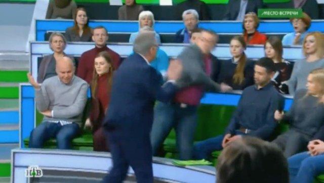 Били ногами. Український політолог став жертвою нападу в прямому ефірі НТВ