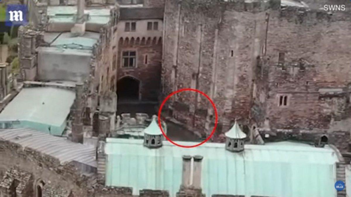 Дрон сфільмував привида в англійському замку