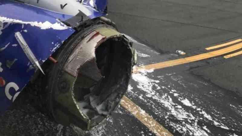 У Boeing 737 під час польоту вибухнув двигун