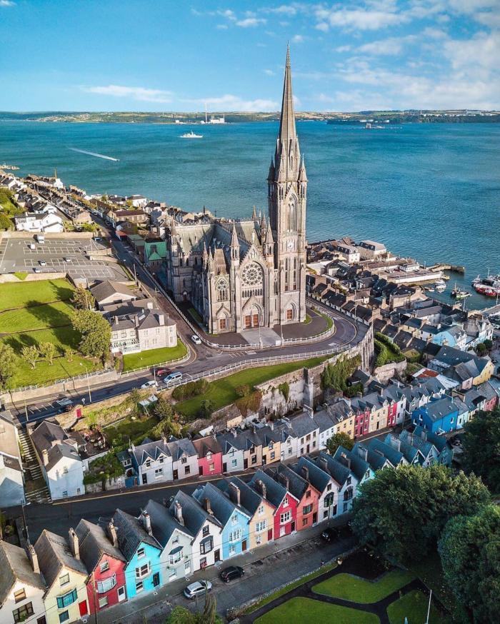 Місто Ков що в графство Корк, Ірландія