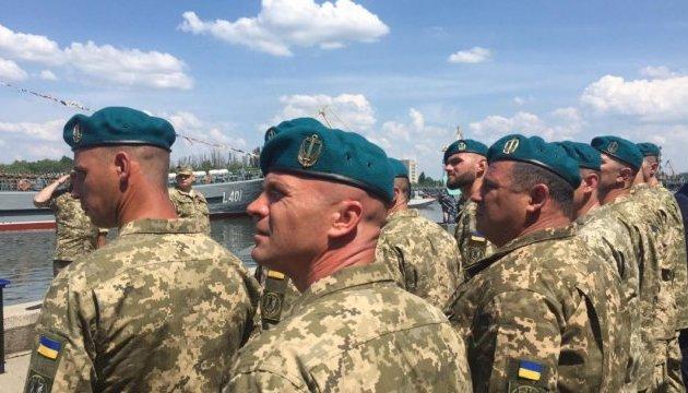 Сьогодні українські військовослужбовці морської піхоти з рук Президента України отримали берети нового зразка