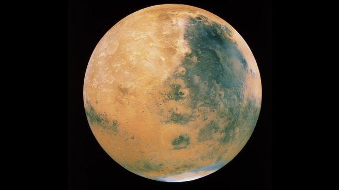 На Марсі виявлено озеро з водою