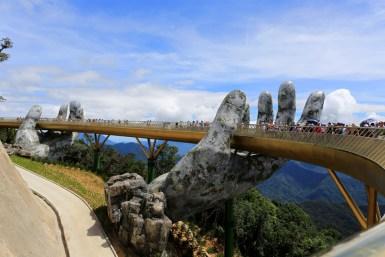 Міст на руках