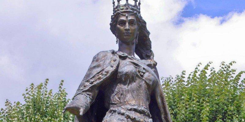 Пам'ятник королеві Франці] Анні Київській