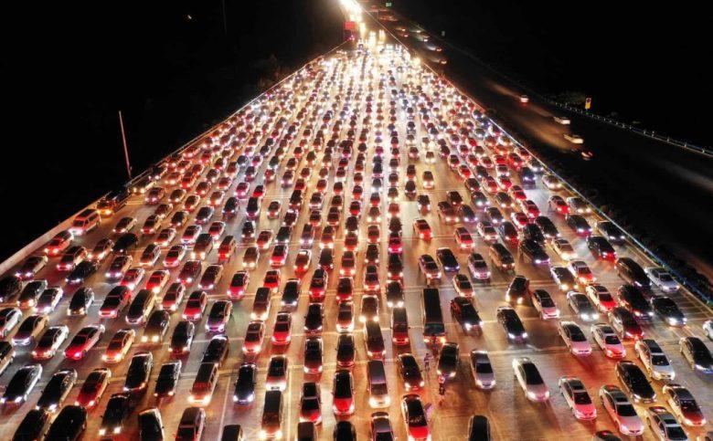 Автомобільний корок на автомагістралі в Китаї
