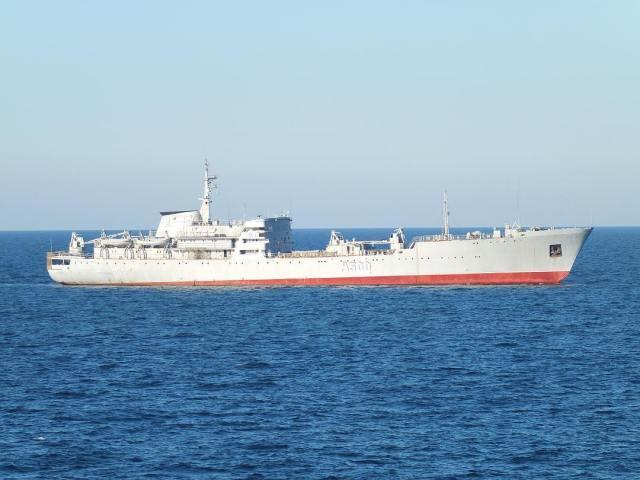 Українські бойові кораблі пройшли Кримський міст