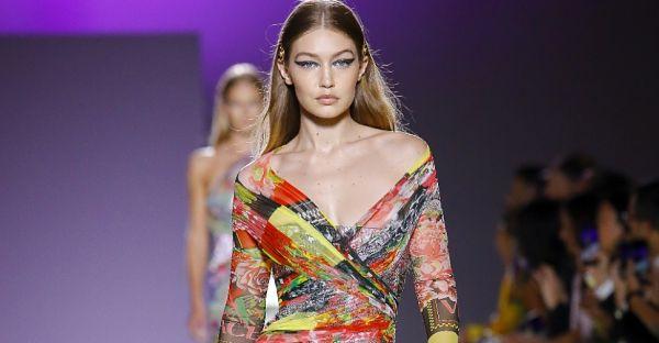 Кольорове шоу бренду Versace в Мілані