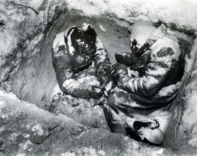 Замерзлі в окопі на смерть радянські солдати під час війни з Фінляндією