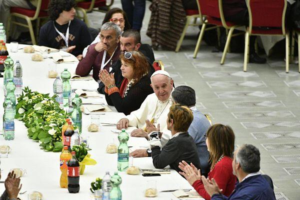 Папа Франциск пригостив обідом три тисячі бідняків