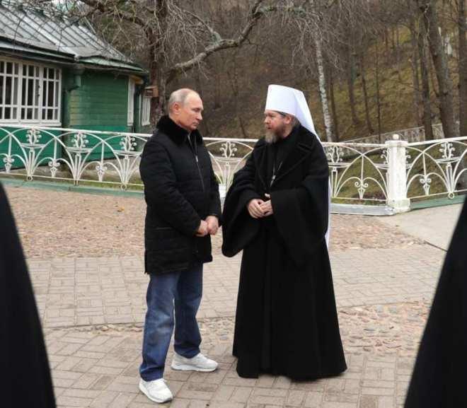 Путін вже має заміну патріарху Кирилу