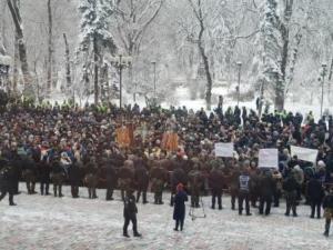 Мітинг представників московського патріархату під Радою