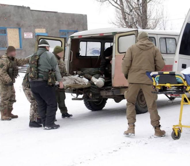 На Донбасі загинув український воїн, іще двох – поранено