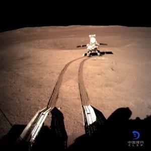 китайський місяцехід вирушив в мандри