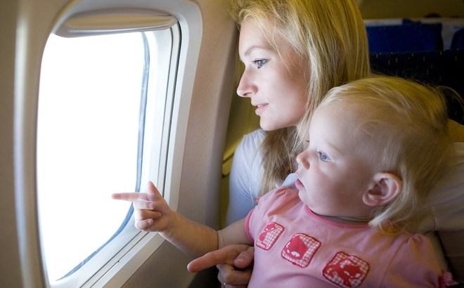 Чому дитина плаче в літаку