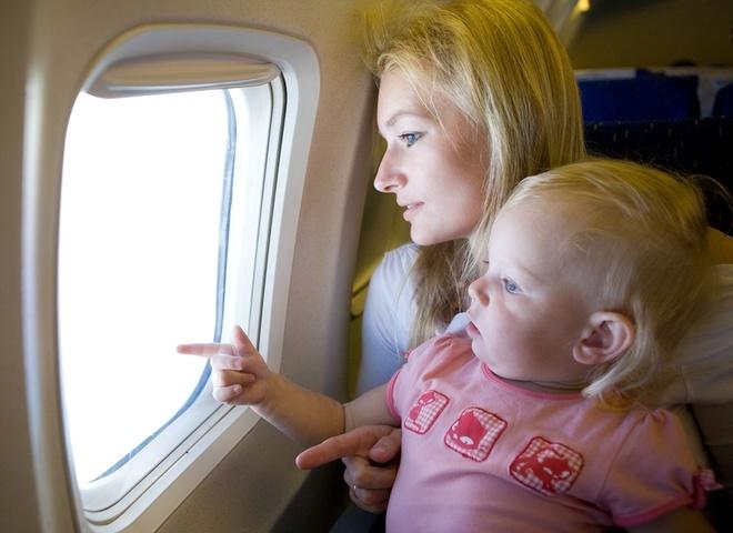 Чому маленькі діти плачуть в літаку