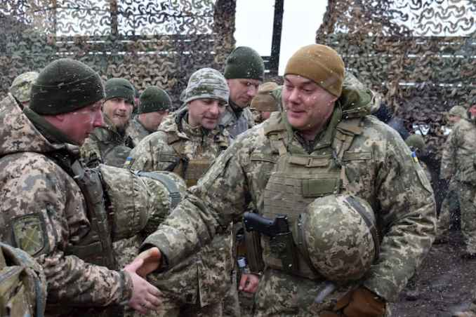 Командувач ООС Сергій Наєв на передовій