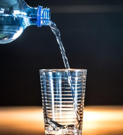 Супрун: Пляшка з водою має бути завжди з вами
