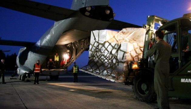 Український літак забирає в Литві набої для ЗСУ