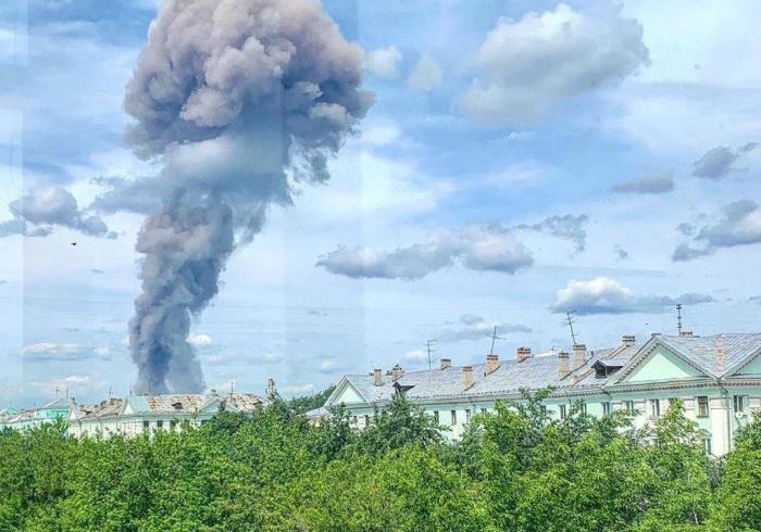 """Вибухи на заводі """"Кристал"""" у Росії"""