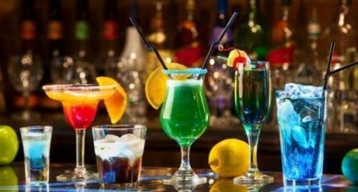 Флюте, хайбол та Марія-Антуанетта: як не переплутати келихи на вечірці