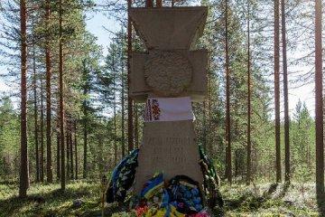 Урочище Сандармох. Пам'ятник розстріляним українцям