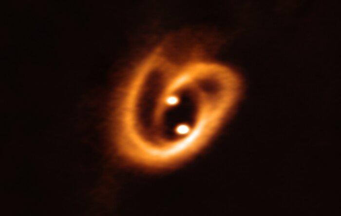 Астрономи сфотографували народження подвійної зоряної системи