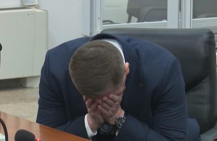 Адвокат Кузьменко расплакался в суде