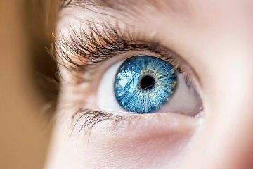 вірус може потрапити в організм через очі