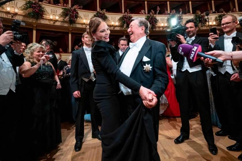 Орнелла Муті танцює з австрійським бізнесменом Річардом Лугнером