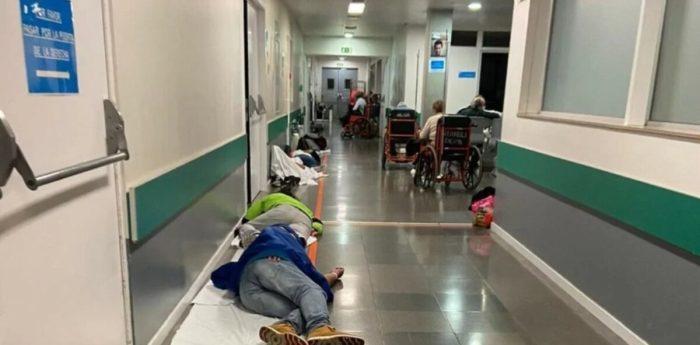 Хворі у приймальні лікарні