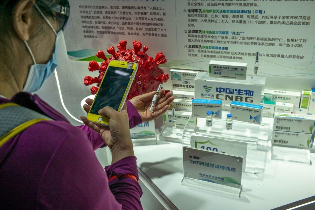 ВООЗ дозволила: Китайців масово вакцинують неперевіреним препаратом