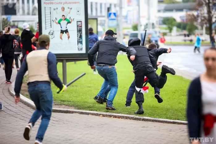 Білорусь, побиття протестуючих