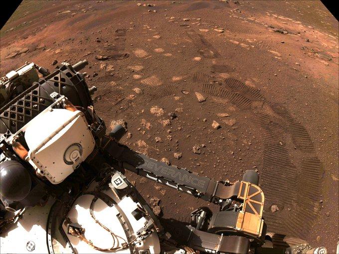 Американський ровер подолав свої перші метри на Марсі
