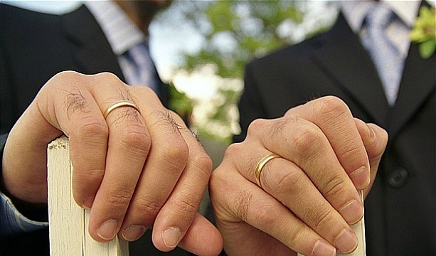 Католицькі священники у Німеччині вирішили вінчати гомосексуальні пари онлайн