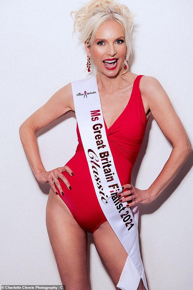 """Була """"невидимкою"""". 53-річна британка стала фіналісткою конкурсу краси"""