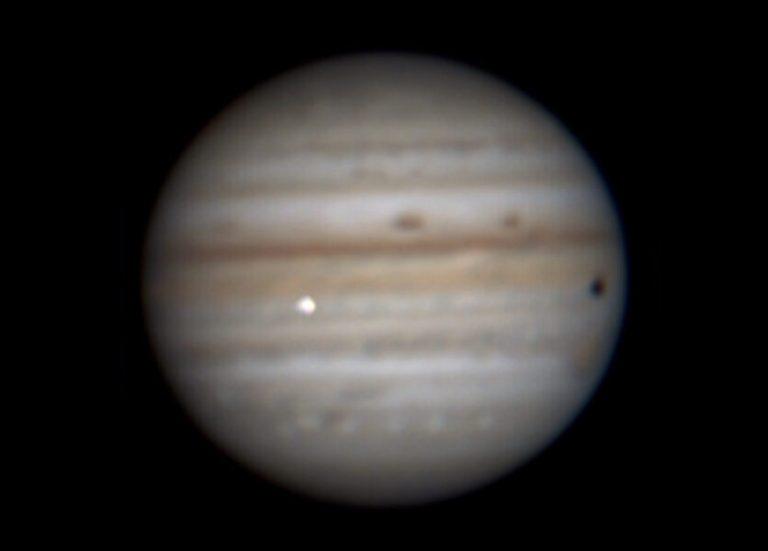 Астроном-любитель зафіксував падіння невідомого об'єкта на Юпітер. Відео