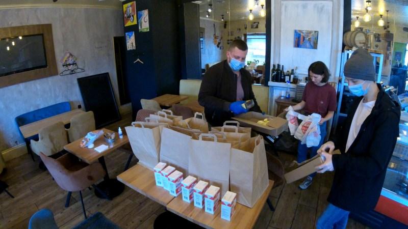 АО «Третий парк» приняло участие в благотворительной акции по доставке бесплатных продуктовых наборов пожилым и маломобильным людям