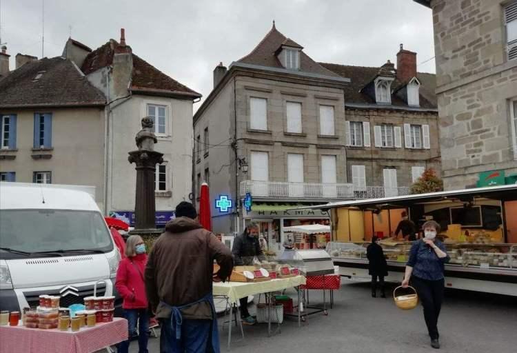 miel, fromage, pharmacy: jour de marché, Felletin, Creuse