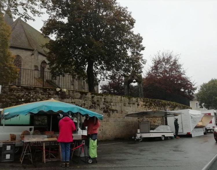 Elglise de chateau, Felletin. jour du marché