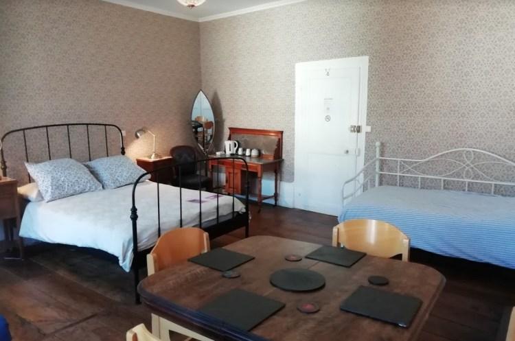 Chambres d'hôtes avec table et lit supplémentaire, Felletin