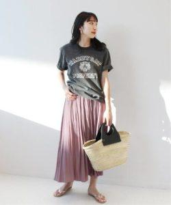 【プリーツスカート×Tシャツ】