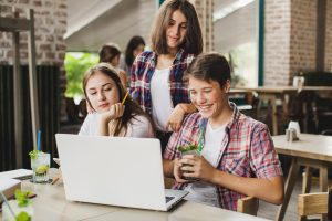 Benefits of Teaching English Online – A Growth Opportunity