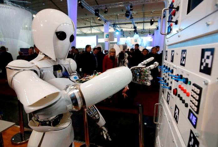 الروبوتات تخطط للقضاء على البشر والسيطرة على الكرة الأرضية 