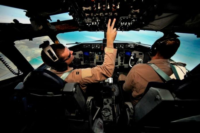 ما السبب وراء إغلاق جميع الأجهزة الإلكترونية على متن كل أنواع الطائرات؟